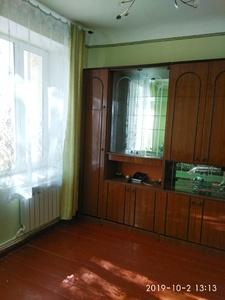 продам 2 комнатную сталинку срочно ,район Экспоцентра.